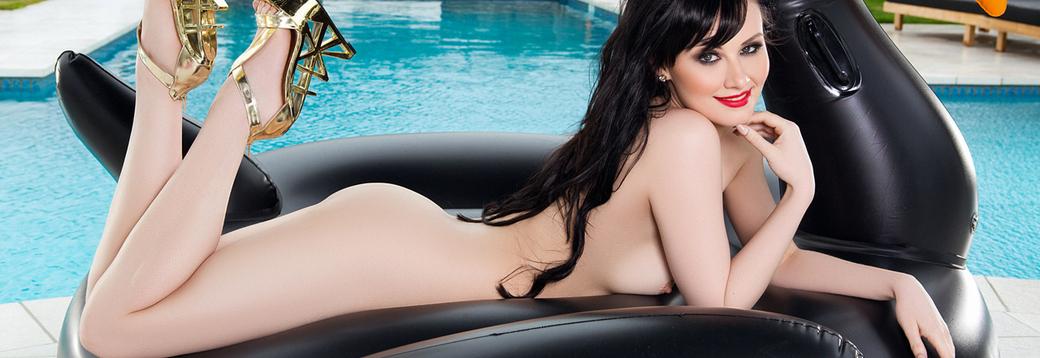 Skylar Leigh in Sensual Swan