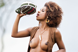 Ivi Pizzot in Playboy Brazil